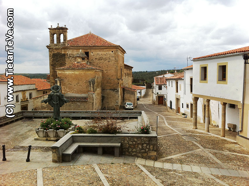 Estatua de San Pedro de Alcántara en Alcántara (Cáceres) - TiétarTeVe