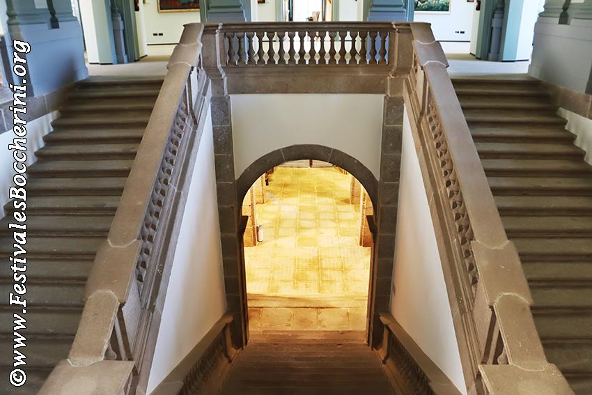 Escalinata del Palacio del Infante don Luis de Borbón o Palacio de La Mosquera de Arenas de San Pedro.